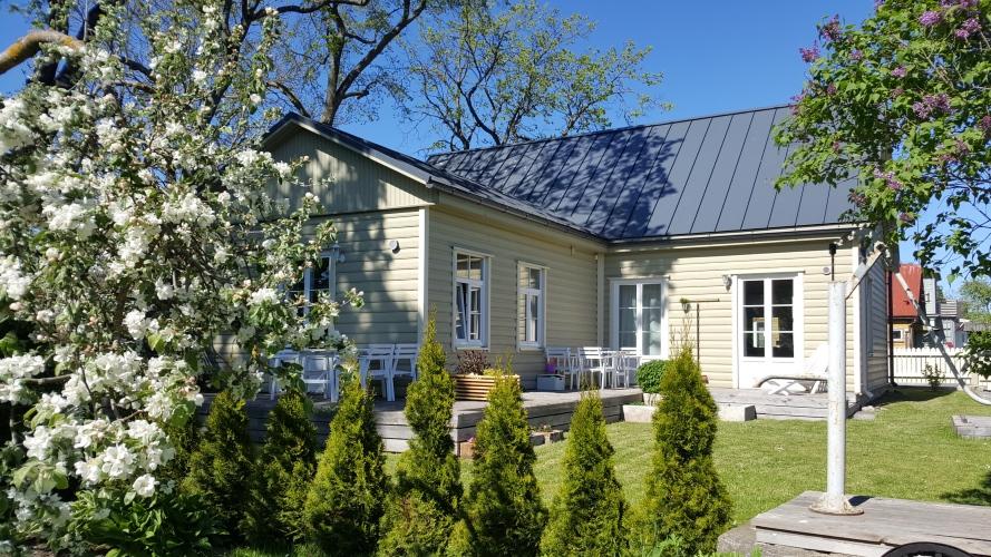 Ilus terrass Kuressaare Family and Garden korteritel
