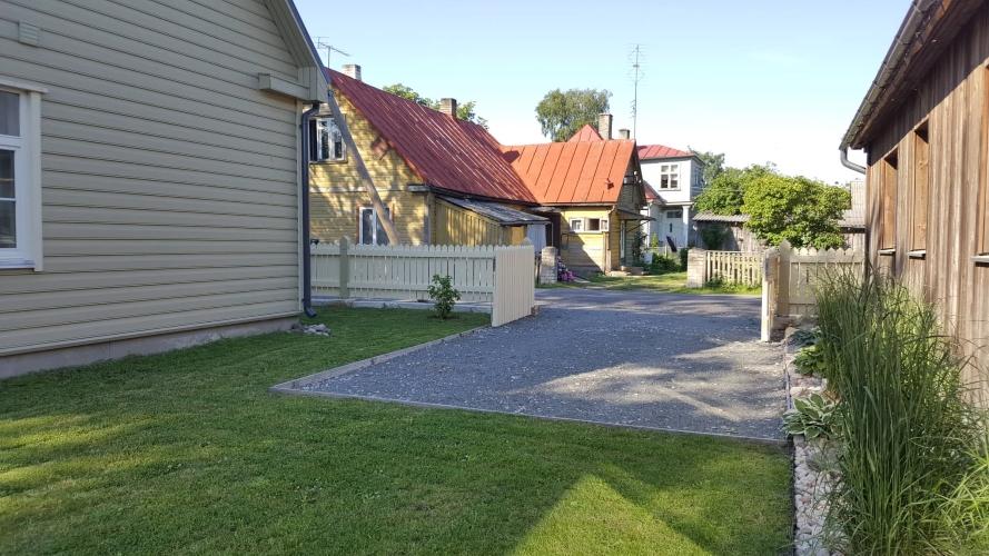 Parkimiskoht aias